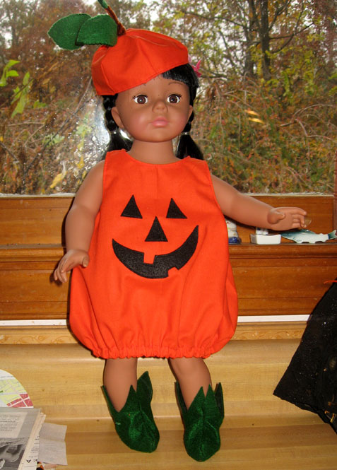 Rosa-in-pumpkin-suit